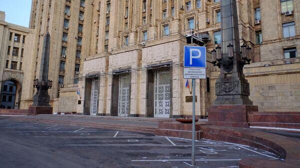 Вход в здание МИД РФ