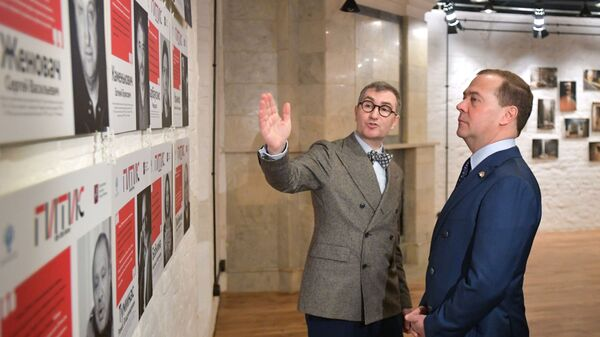 Председатель правительства РФ Дмитрий Медведев во время посещения Учебного театра Российского института театрального искусства