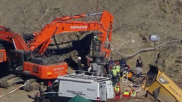 Операция по спасению ребенка, упавшего в колодец в испанском муниципалитете Тоталан