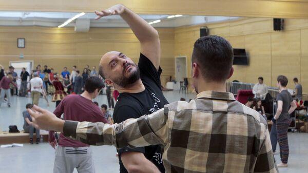 Режиссер Кирилл Серебренников на репетиции балета Нуреев в Большом театре