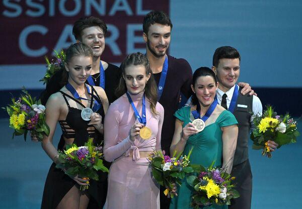 Слева направо: Александра Степанова и Иван Букин, Габриэлла Пападакис и Гийом Сизерон и Шарлен Гиньяр и Марко Фаббри