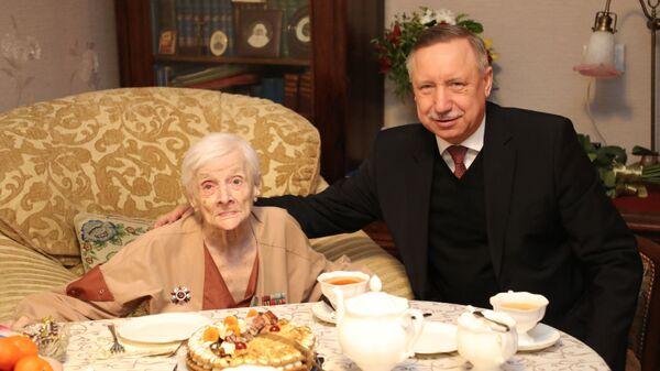Врио губернатора Санкт-Петербурга Александр Беглов поздравил со столетним юбилеем ветерана Великой Отечественной войны Елену Галиндо