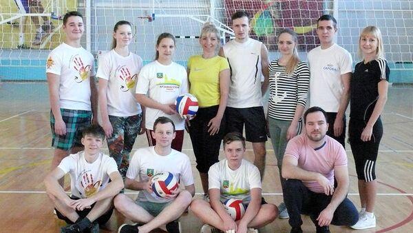 В Нижегородской области представители власти и волонтеры сыграли в волейбол