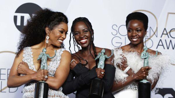 Анжела Бассетт, Лупита Ньонго и Данаи Гурира на церемонии вручении премии Гильдии киноактеров США