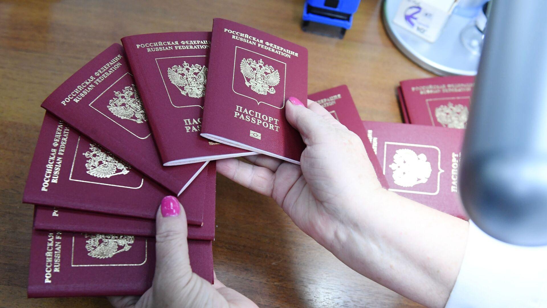 Заграничные биометрические паспорта - РИА Новости, 1920, 16.09.2020
