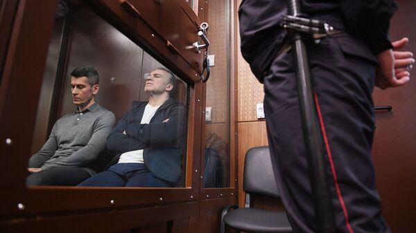 Бизнесмен Зиявудин Магомедов и генеральный директор фирмы Интекс группы Сумма Артур Максидов на заседании Тверского суда Москвы