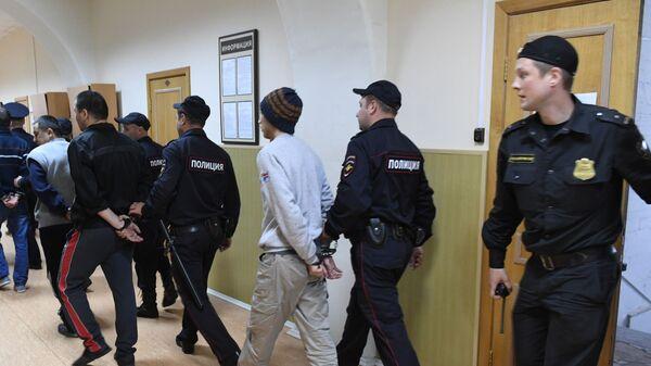 Обвиняемые по делу о теракте в метро Санкт-Петербурга после окончания заседания Басманного суда города Москвы