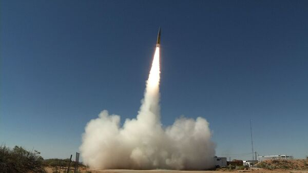 Запуск баллистической ракеты-мишени ближнего радиуса действия на полигоне в Нью-Мексико, США