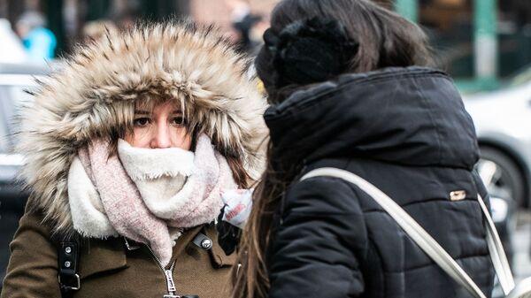 Девушки в холодную погоду на Манхэттене в Нью-Йорке