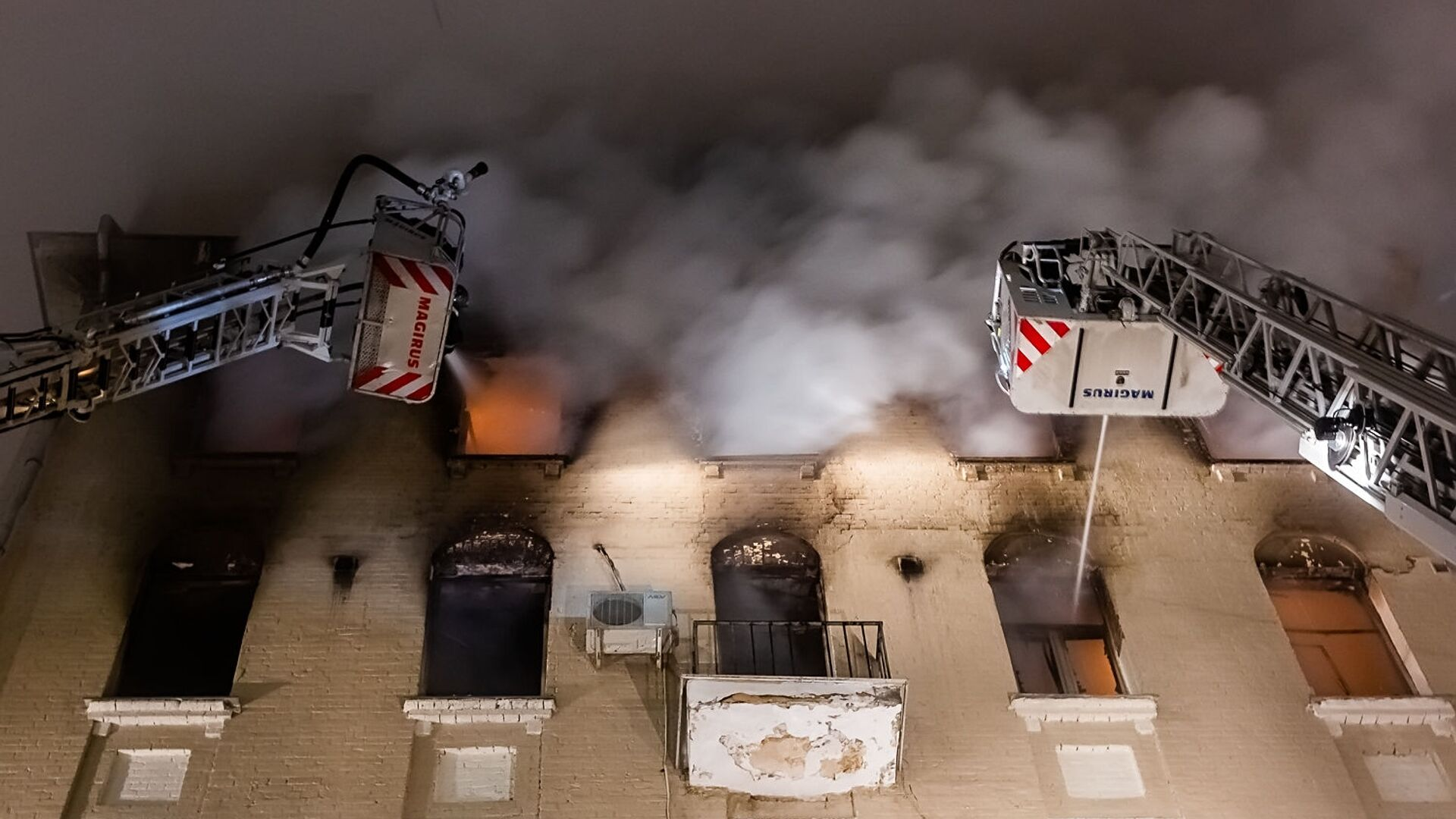 Пожар в жилом доме на Никитском бульваре в Москве - РИА Новости, 1920, 05.05.2019