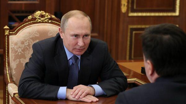 Владимир Путин во время встречи с губернатором Московской области Андреем Воробьевым. 5 февраля 2019
