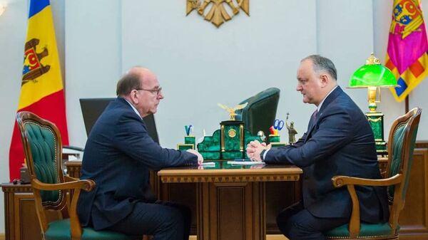 Президент Республики Молдова Игорь Додон во время встречи с полномочным послом РФ в  Республики Молдова Олегом Васнецовым. 5 февраля 2019