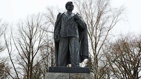 Памятник Пятрасу Цвирке в Вильнюсе