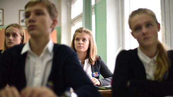 Учащиеся общеобразовательной школы во время урока