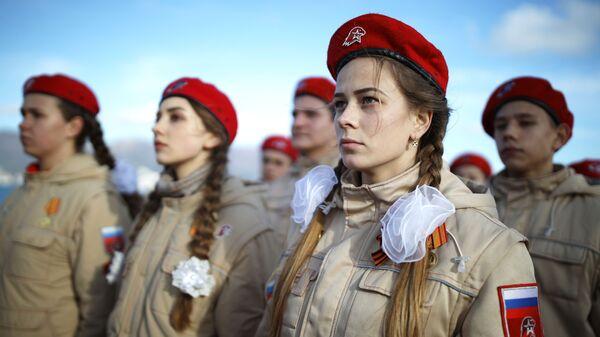 Юнармейцы во время городской патриотической акции Белые чайки в Новороссийске