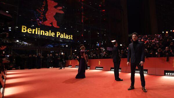 Участники на красной дорожке церемонии открытия 69-го Берлинского международного кинофестиваля Берлинале - 2019