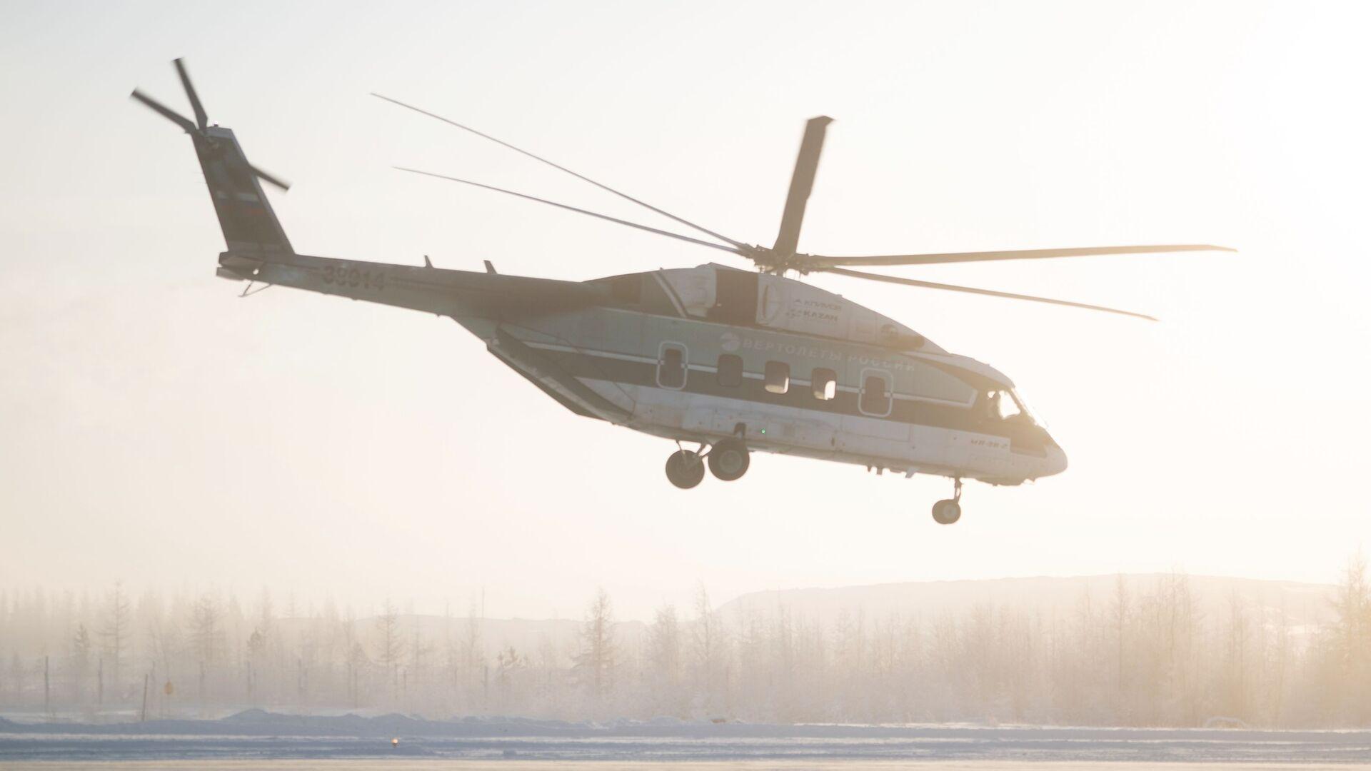 Вертолет Ми-38 во время испытаний в аэропорту Мирный в Якутии - РИА Новости, 1920, 22.07.2021
