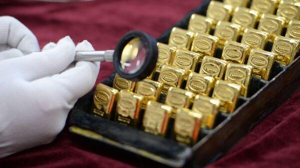 Золотые слитки на Екатеринбургском заводе
