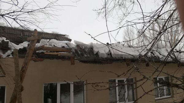 Кровля фельдшерского пункта под Саратовом обрушилась из-за снега