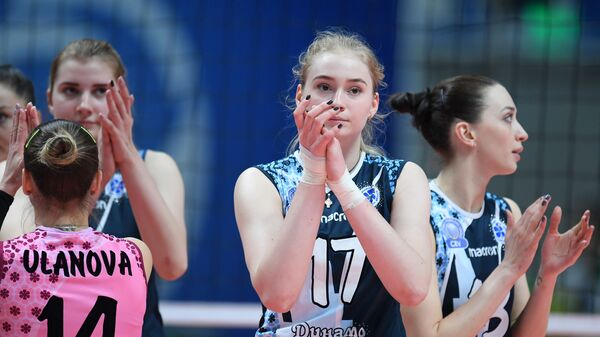Волейболистки казанского Динамо Екатерина Уланова, Татьяна Кадочкина, Евгения Старцева (слева направо)