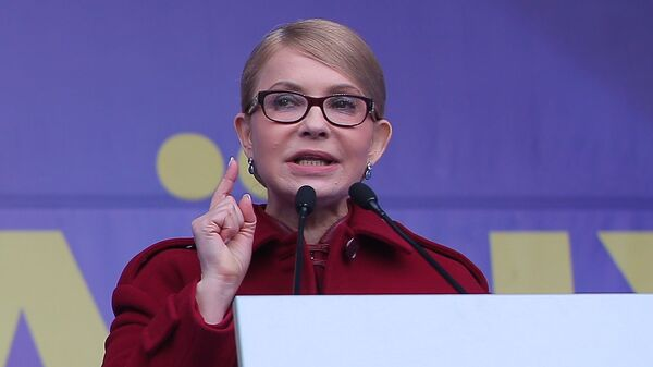 Лидер партии Батькивщина Юлия Тимошенко выступает перед избирателями в Киеве
