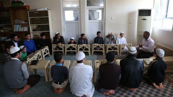 Сирийские дети на уроке религии в Исламском культурном центре