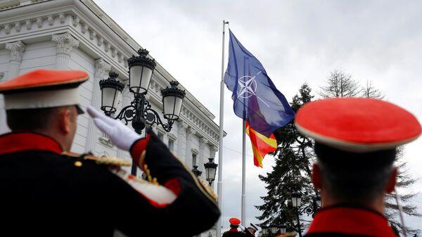 Флаг НАТО перед правительством Македонии в Скопье. 12 февраля 2019