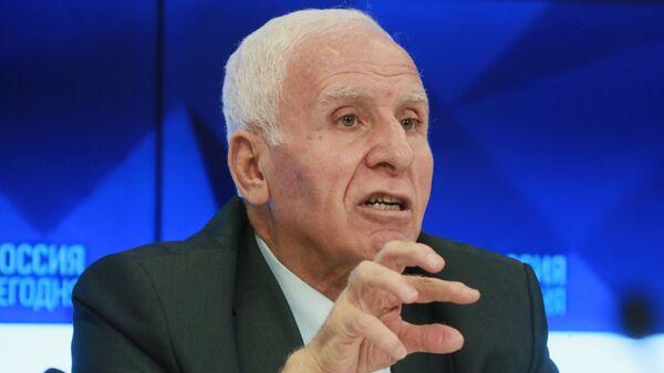 Член центрального комитета палестинской военизированной организации и партии ФАТХ Аззам аль-Ахмед на пресс-конференции по итогам консультативной встречи представителей палестинских организаций, движений и фронтов. 13 февраля 2019
