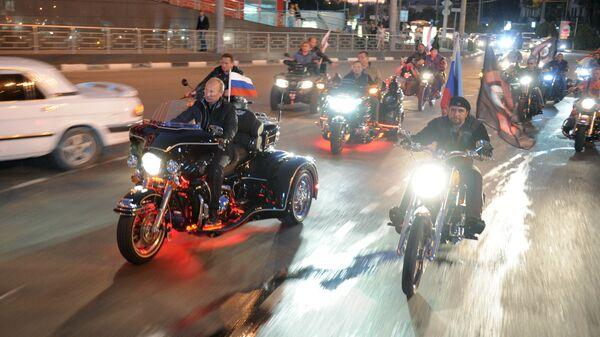 Владимир Путин на 16-м байк-фестивале, который проводит молодежная организация Ночные волки