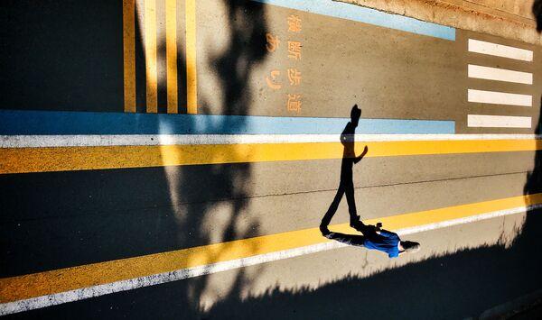 Работа фотографа Laurence Bouchard, занявшая первое место в категории Street Photography в фотоконкурсе Mobile Photography Awards