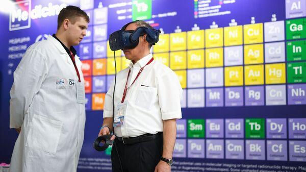 Стенд Московского государственного университета имени М. В. Ломоносова на Российском инвестиционном форуме в Сочи