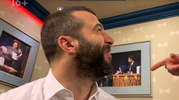 Ургант снял пародию на поющих Дворковича и Ткачева