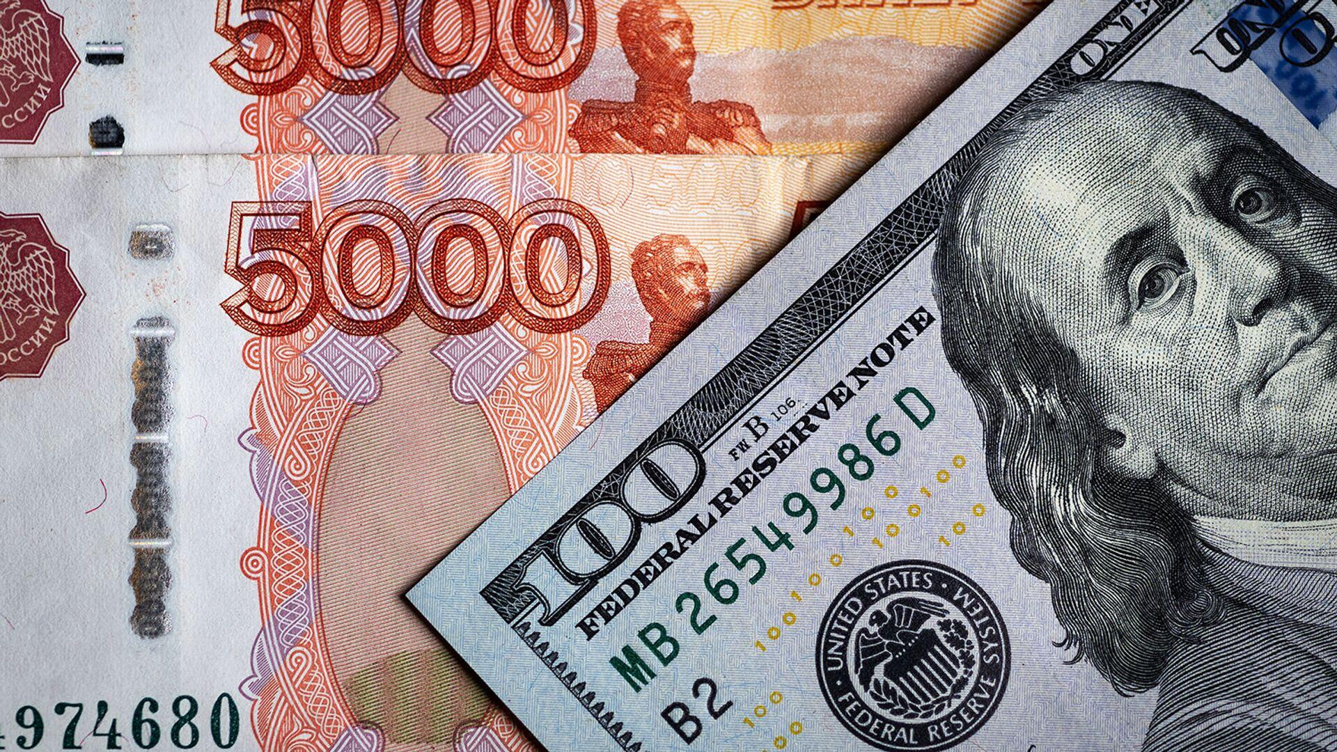 Денежные купюры: российский рубли и доллары - РИА Новости, 1920, 25.02.2021