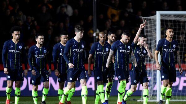 Футболисты Манчестер Сити радуются забитому мячу Филипа Фодена в ворота Ньюпорта