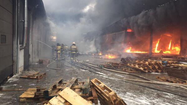 Пожар в складском здании в Дзержинском районе города Новосибирска по улице Электрозаводской. 17 февраля 2019