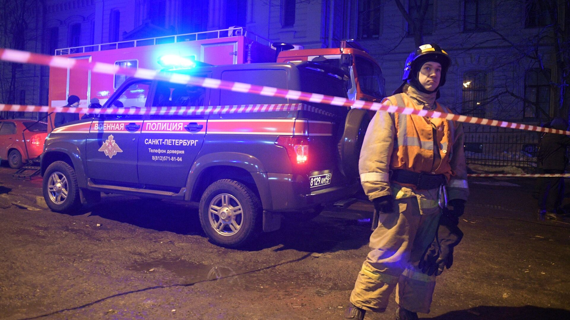 В Петербурге из-под тротуара вырвалось пламя