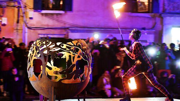 Выступление артистов по случаю начала карнавального сезона в Венеции