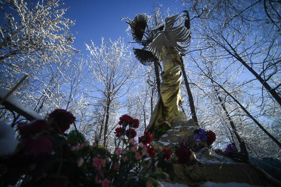 Памятник Соньке Золотой Ручке (Софье Блювштейн)
