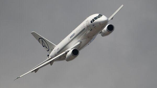 Самолет Sukhoi Superjet 100