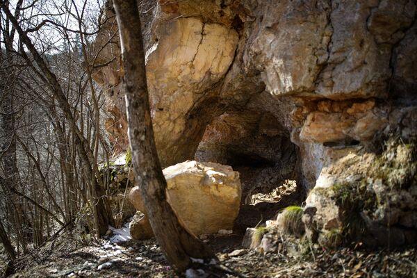 Карстовая пещера в Майкопском районе в республике Адыгея