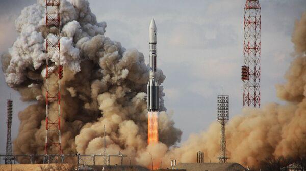 Старт ракеты Протон-М с космодрома Байконур. Архивное фото