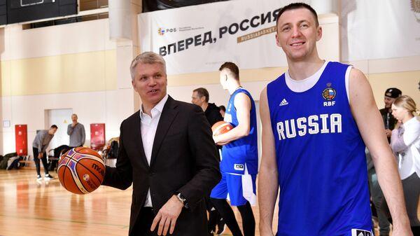 Министр спорта РФ Павел Колобков и Виталий Фридзон