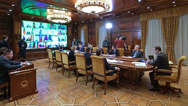 Медведев заморозил плату занегативное влияние наэкологию