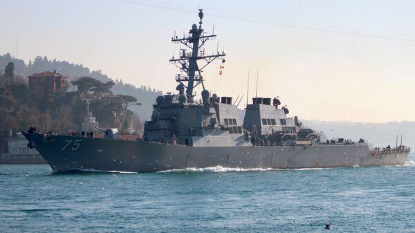 Американский эсминец Дональд Кук в проливе Босфор. 19 февраля 2019