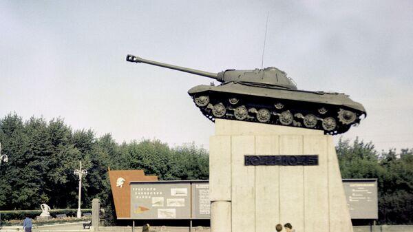 Танк-памятник ИС-3