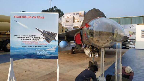 Самолет Су-30МКИ со сверхзвуковой противокорабельной ракетой PJ-10 Brah Mos на выставке Aero India в Бангалоре