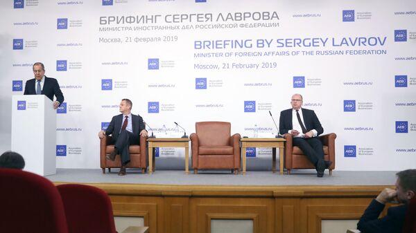 Министр иностранных дел РФ Сергей Лавров выступает во время брифинга для представителей Ассоциации европейского бизнеса в России. 21 февраля 2019