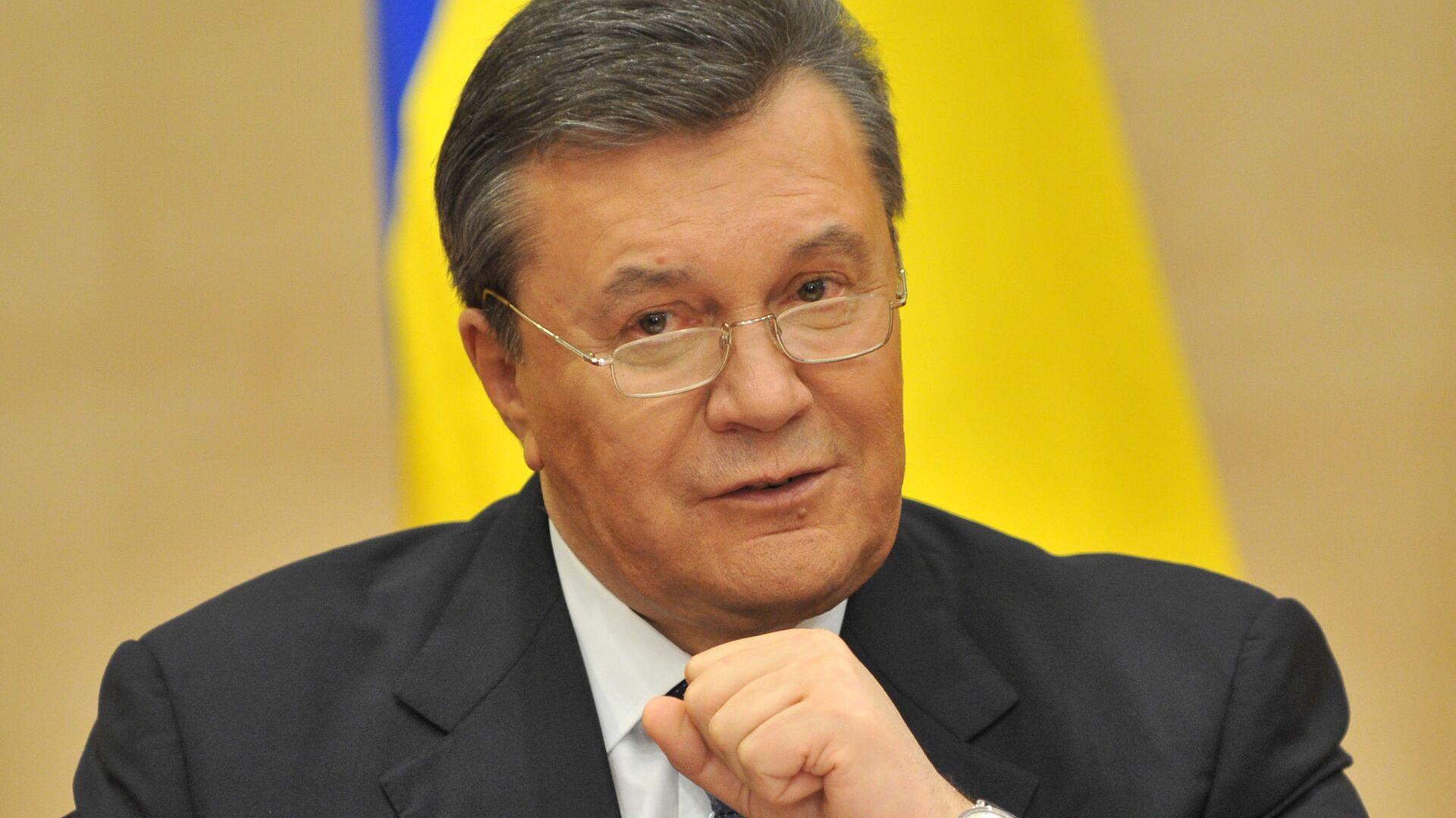 Отстраненный от должности президента Украины Виктор Янукович выступает на пресс-конференции в Ростове-на-Дону. 28 февраля 2014  - РИА Новости, 1920, 18.02.2021