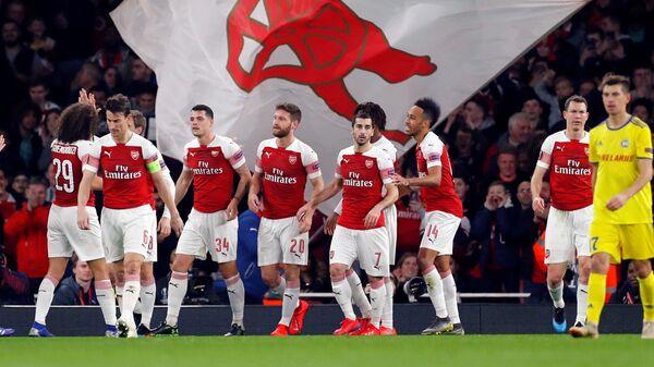 Футболисты Арсенала радуются забитому мячу в ворота БАТЭ