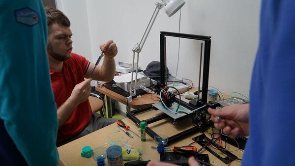 Артековцы печатают на 3D принтере детали самолета